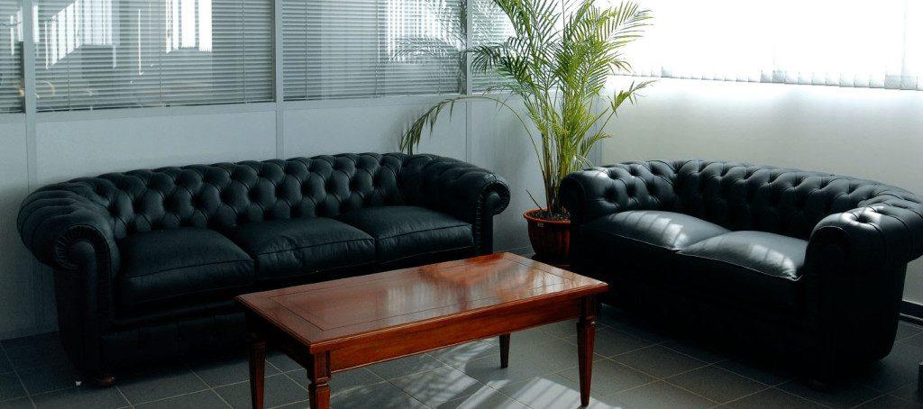 чистка диванов в офисе
